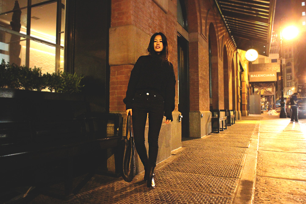 German Fashionblog & Travelblog by Alice M. Huynh – New York Travel Diary: All Black Everything Look wearing Alexander Wang Turtleneck Jumper