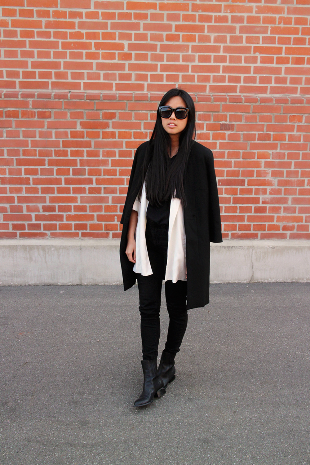 IHEARTALICE.DE – Fashion & Travel-Blog by Alice M. Huynh from Germany: All Black Everything Look wearing Black White Blazer, Skinny Jeans