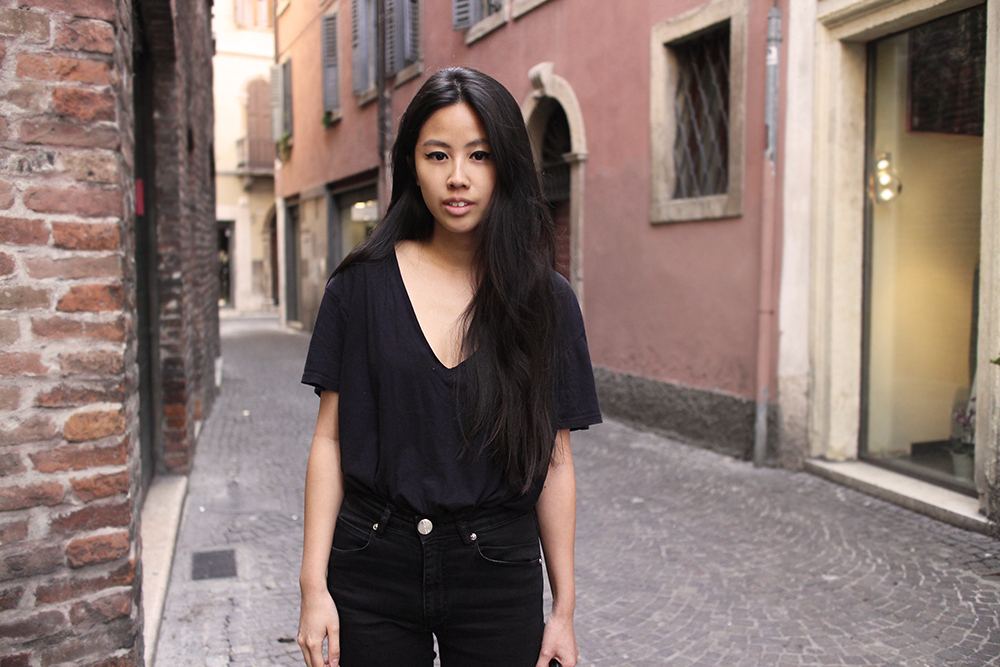 IHEARTALICE.DE – Fashion & Travel-Blog by Alice M. Huynh from Germany: Verona/Italy Travel & Food Diary – All Black Everything Look wearing Skinny High-waist Jeans & V-Neck TShirt