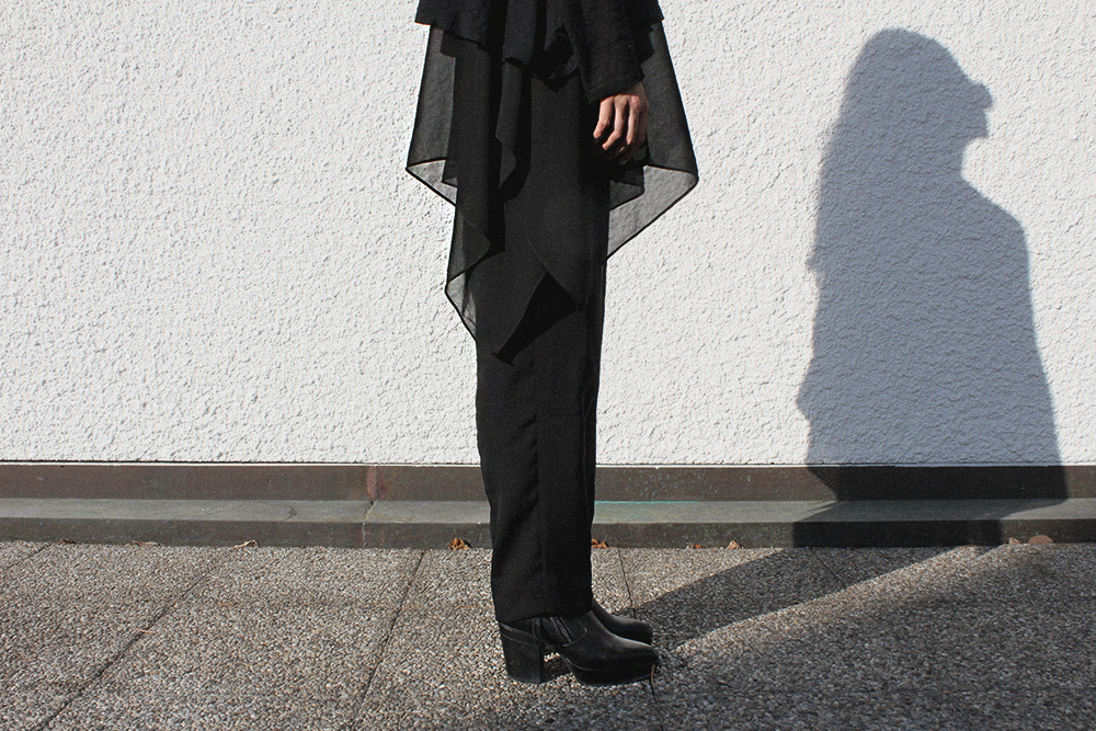 IHEARTALICE.DE – Fashion & Travel Blog: All Black Everything Look wearing Prada Shades