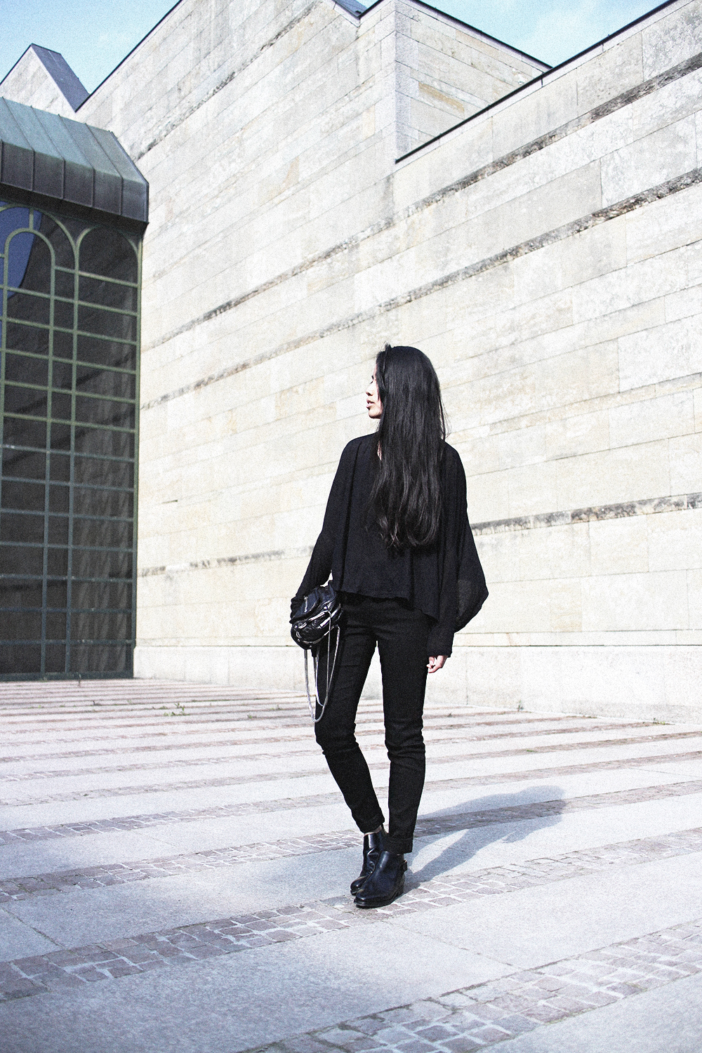 IHEARTALICE.DE – Fashion & Travel Blog: All Black Everything Look wearing COS Shirt, Acne Studios Skin Black Jeans