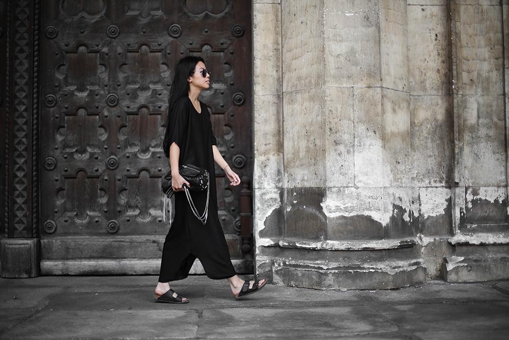 IHEARTALICE.DE – Fashion & Travel Blog: All Black Everything Look wearing Kafktan Dress, Birkenstocks & Alexander Wang Brenda Bag