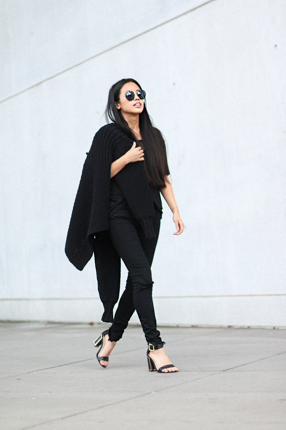 IHEARTALICE.DE – Fashion & Travel Blog: All Black Everything Look wearing  Alexander Wang Turtleneck Knitwear, Ripped Jeans