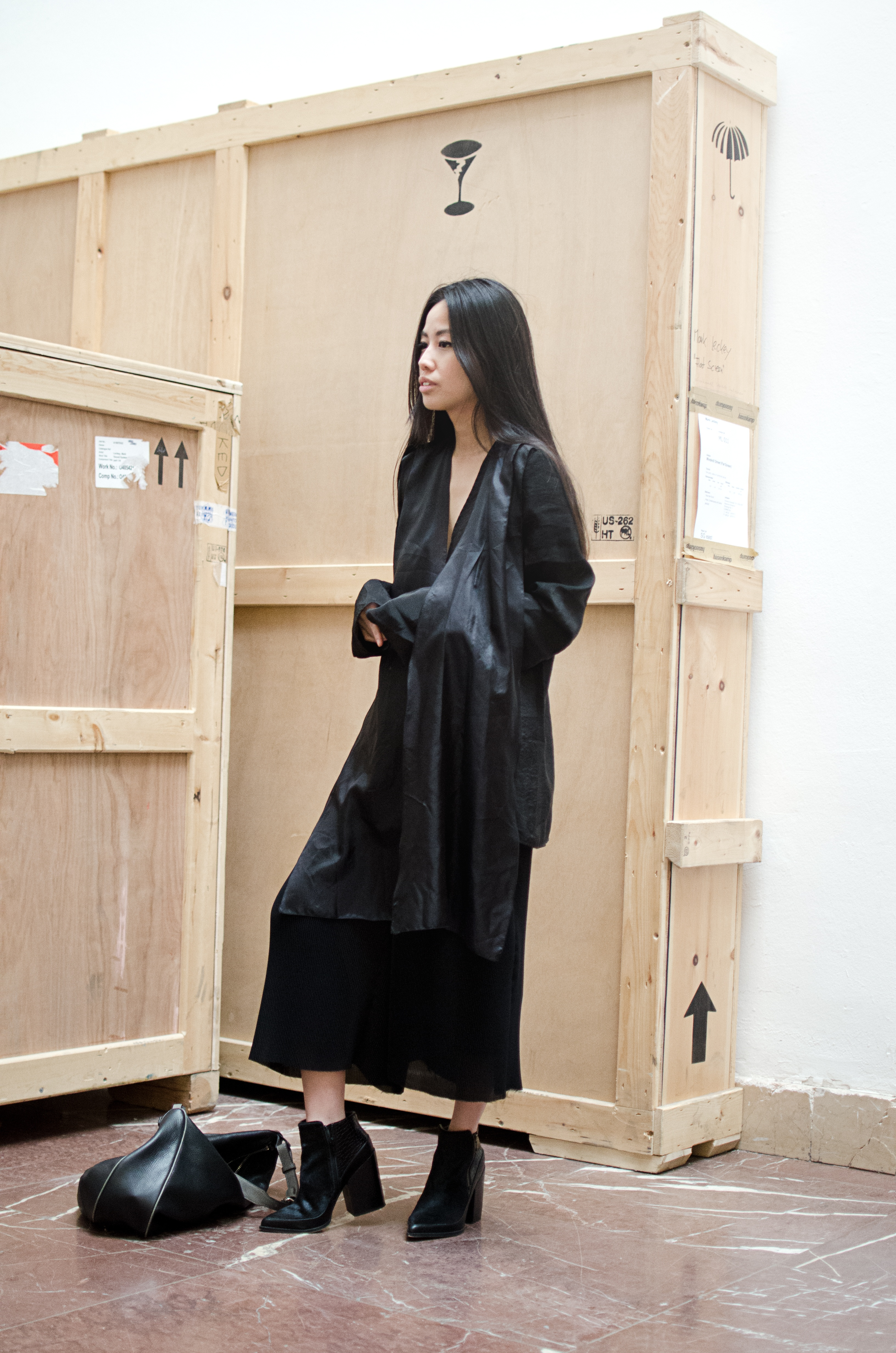 IHEARTALICE.DE – Fashion & Travel-Blog by Alice M. Huynh from Berlin/Germany: All black Everything Look wearing Alice M. Huynh Silk Blouse, Oversize Pants, Boots / OOTD