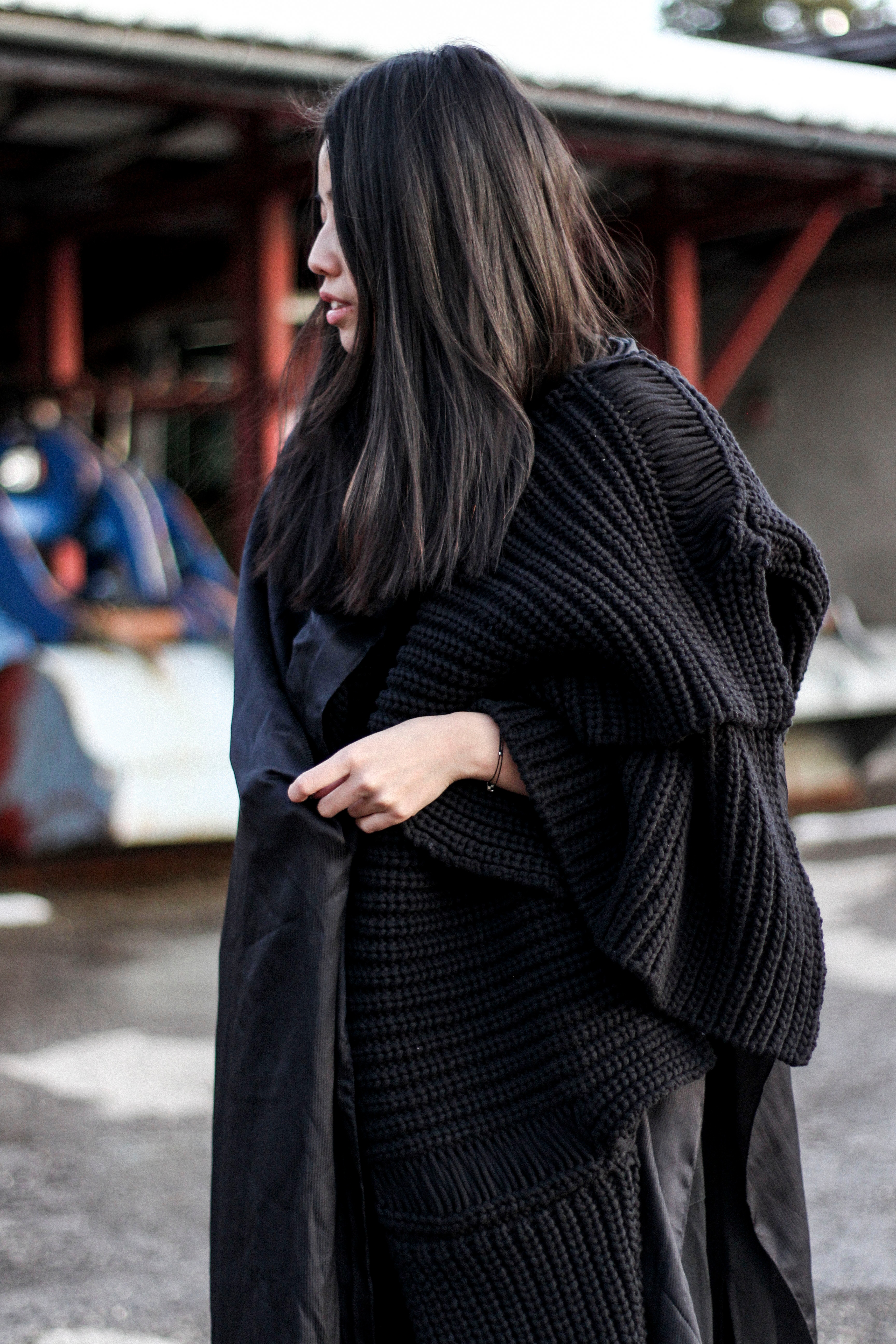 IHEARTALICE.DE – Fashion & Travel-Blog by Alice M. Huynh from Berlin/Germany: All black Everything Look wearing Alexander Wang Turtleneck Knit, Silk Scarf, Urban Outfitters Boots / OOTD
