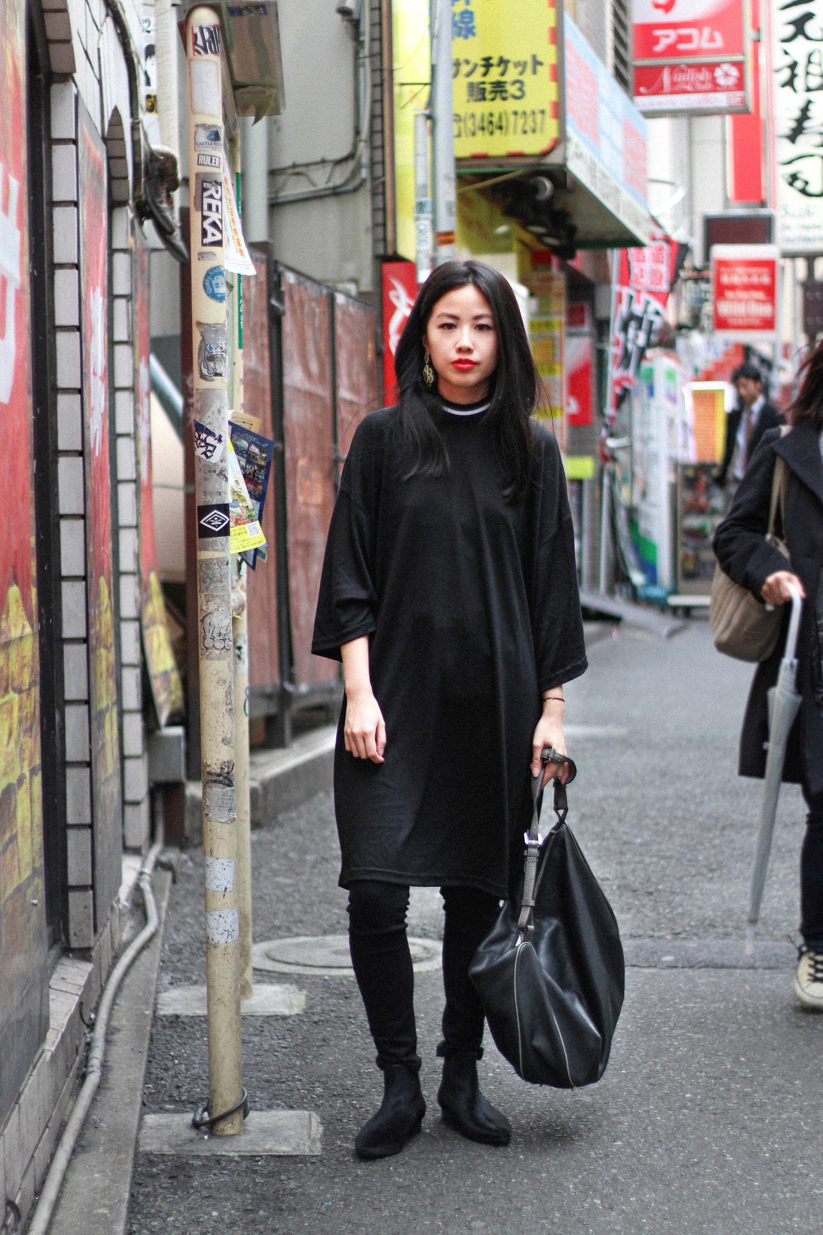 IHEARTALICE.DE – Fashion & Travel-Blog by Alice M. Huynh from Berlin/Germany: Tokyo, Japan Travel Diary – All Black Everything Look in Tokyo wearing Non Tokyo Turtleneck Dress & Skinny Jeans with Chelsea Boots in Black/ Tokyo Streetstyle