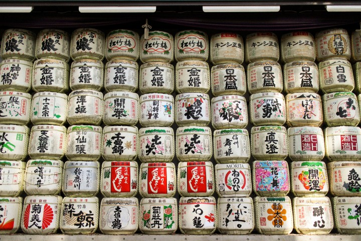 Japan Travel Diary: Sake-barrels at Meiji-Jingu buddhist Shinto-Temple in Shibuya/ Tokyo
