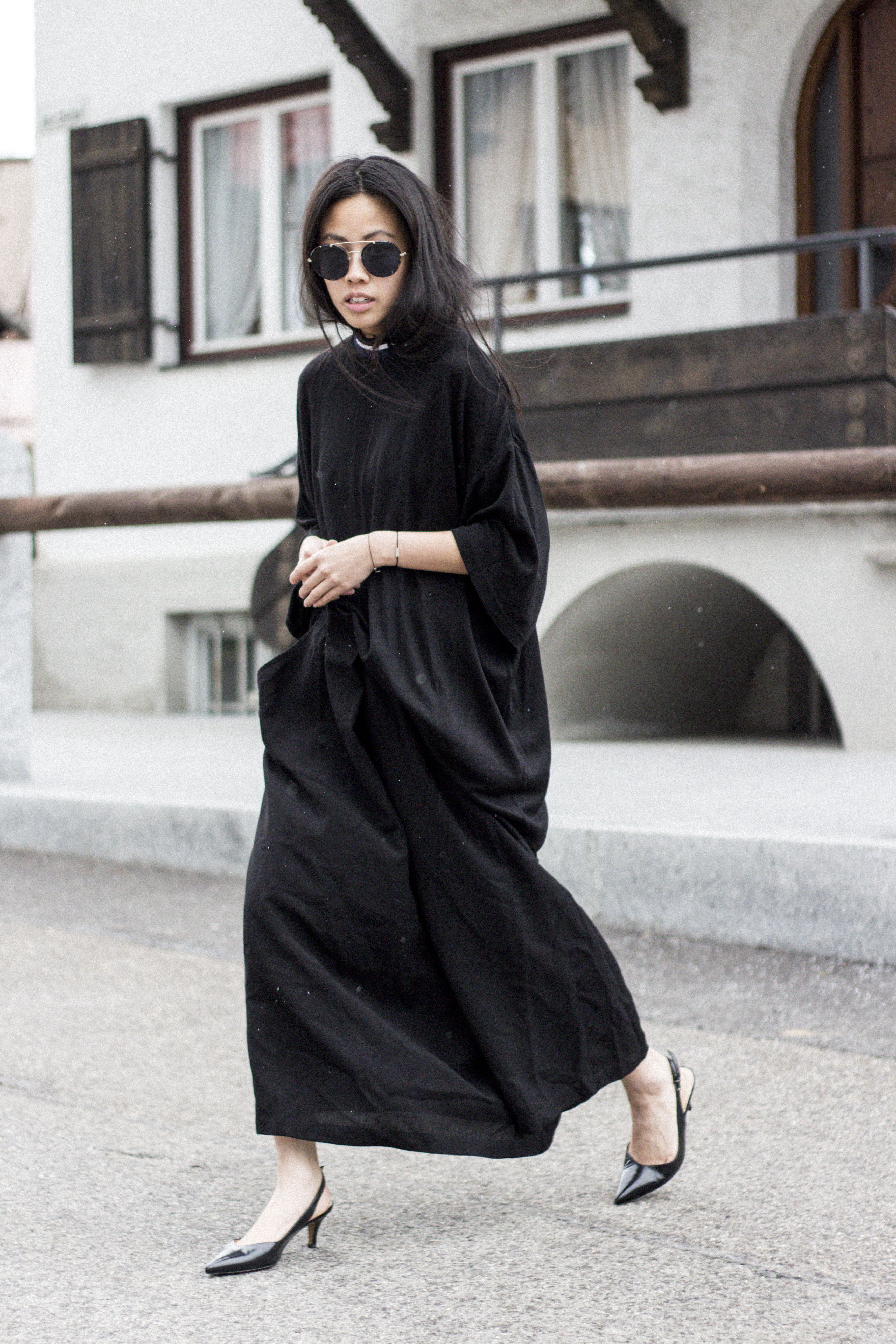IHEARTALICE.DE – Fashion & Travel-Blog by Alice M. Huynh from Berlin/Germany: All black Everything Look wearing Prada Shades, Non Tokyo Turtleneck Dress, Yohji Yamamoto oversize Skirt/Pants, Peter Kaiser Kitten Heels in Black / OOTD
