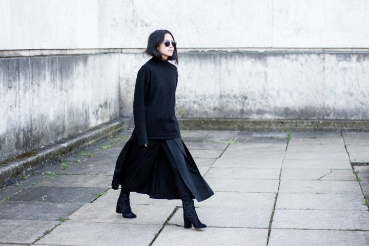 Looks of Alice: Ground Y by Yohji Yamamoto Pleat Skirt & Vintage Cashmere Turtleneck