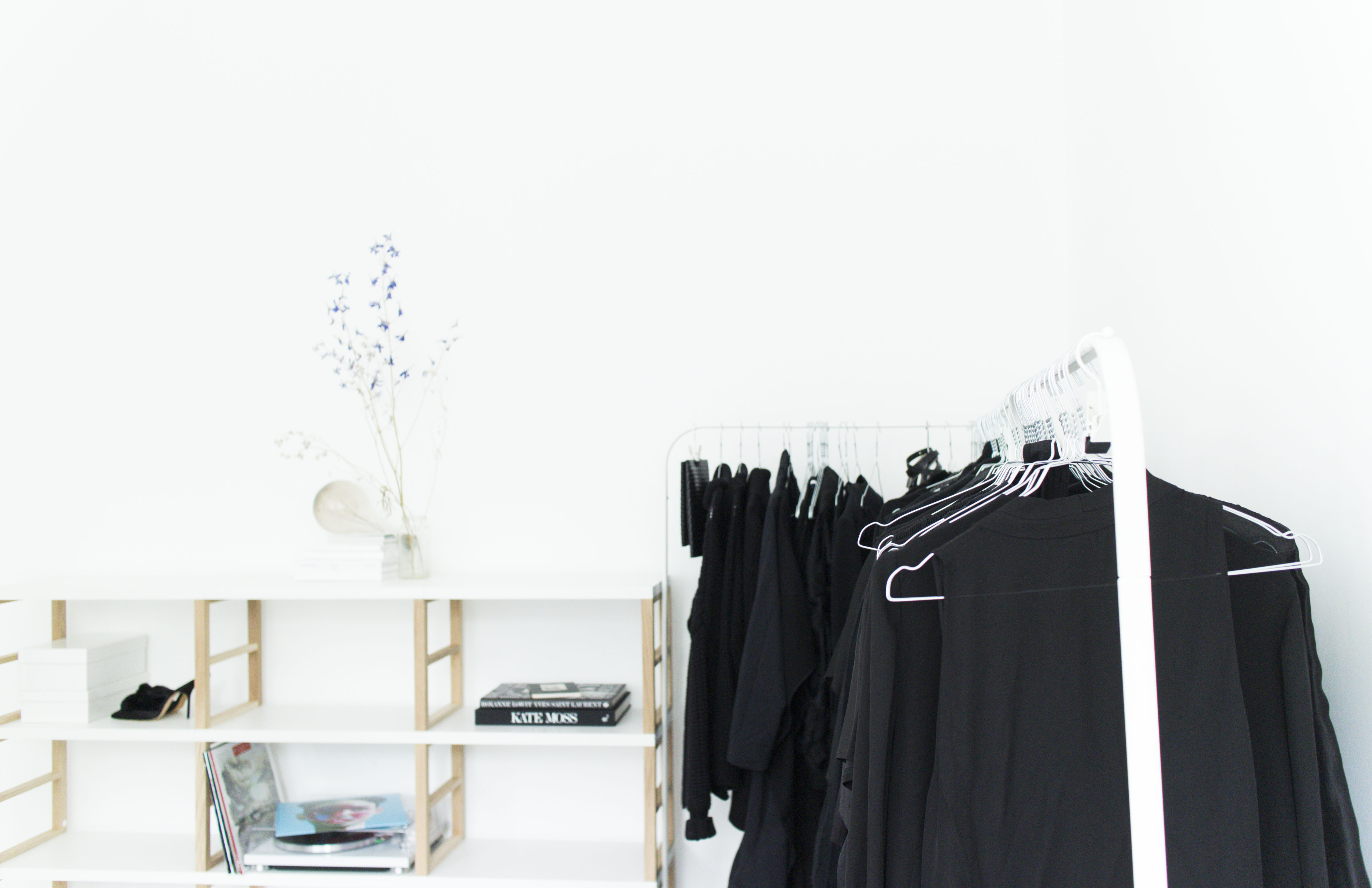 I HEART ALICE – Fashion blog from Berlin / Germany: Interior Favorites – Minimalist Shelf by Regalraum