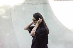 IHEARTALICE – Fashion, Lifestyle & Travel Blog from Berlin/Germany by Alice M. Huynh: AllBlackEverything Look with long vest, T-Shirt Dress, Mules & Rodenstock Shades
