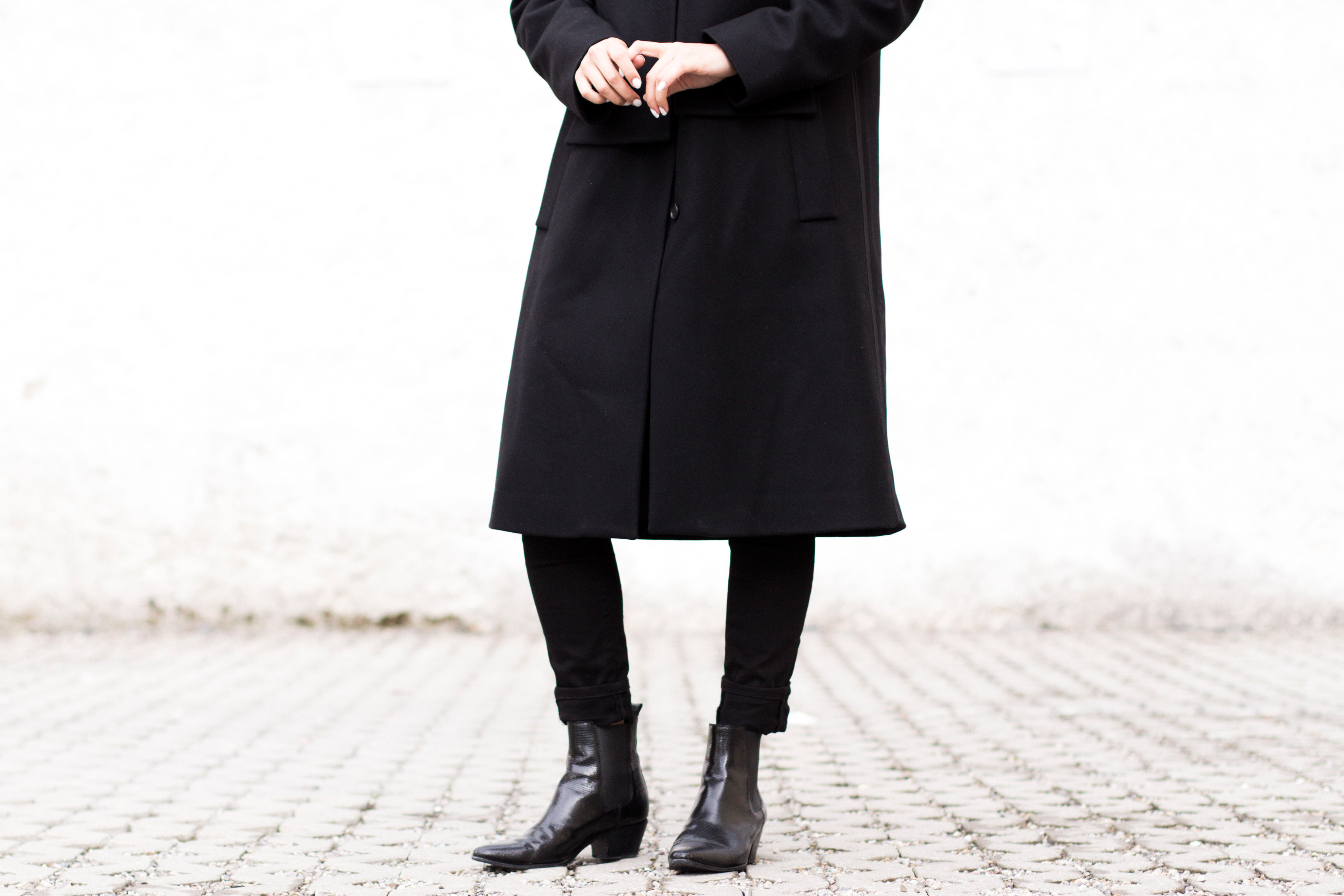 IHEARTALICE – Travel, Lifestyle & Fashion-Blog from Berlin/Germany by Alice M. Huynh: Maison Martin Margiela Black Wool Coat, Acne Pin Black Jeans, Saint Laurent Paris Lizard Stamp Boots
