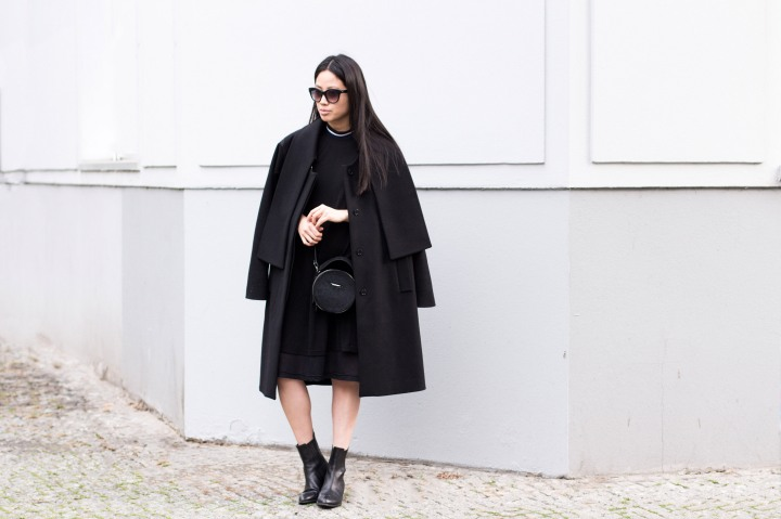 IHEARTALICE – Travel, Lifestyle & Fashion-Blog from Berlin/Germany by Alice M. Huynh: All black everything Look wearing Maison Martin Margiela Woolcoat, Rodenstock Shades, Carven Black Leather Circular Handbag, Black Alexander Wang Anouk Boots