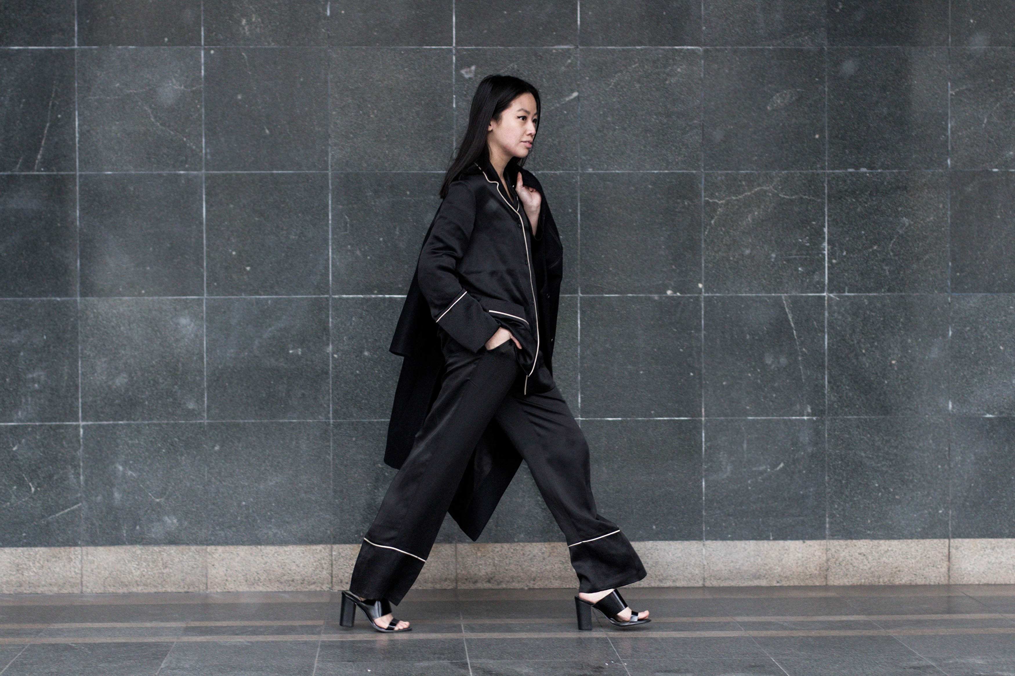 IHEARTALICE.DE – German Fashion & Lifestyle-Blog by Alice M. Huynh: All-Black-Everything Look with &OtherStories Pyjama-Look, Topshop High Heels, Maison Martin Margiela Wollcoat, Alexander Wang Pelican Sling Bag / A Christmas Look / What to wear for Christmas?