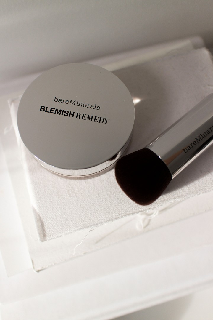 IHEARTALICE.DE – Fashion, Travel. Lifestyle & Beauty-Blog from Berlin/Germany by Alice M. Huynh: Christmas Gift Guide – Beauty Lovers / bareMinerals BLEMISH Remedy Foundation & Brush