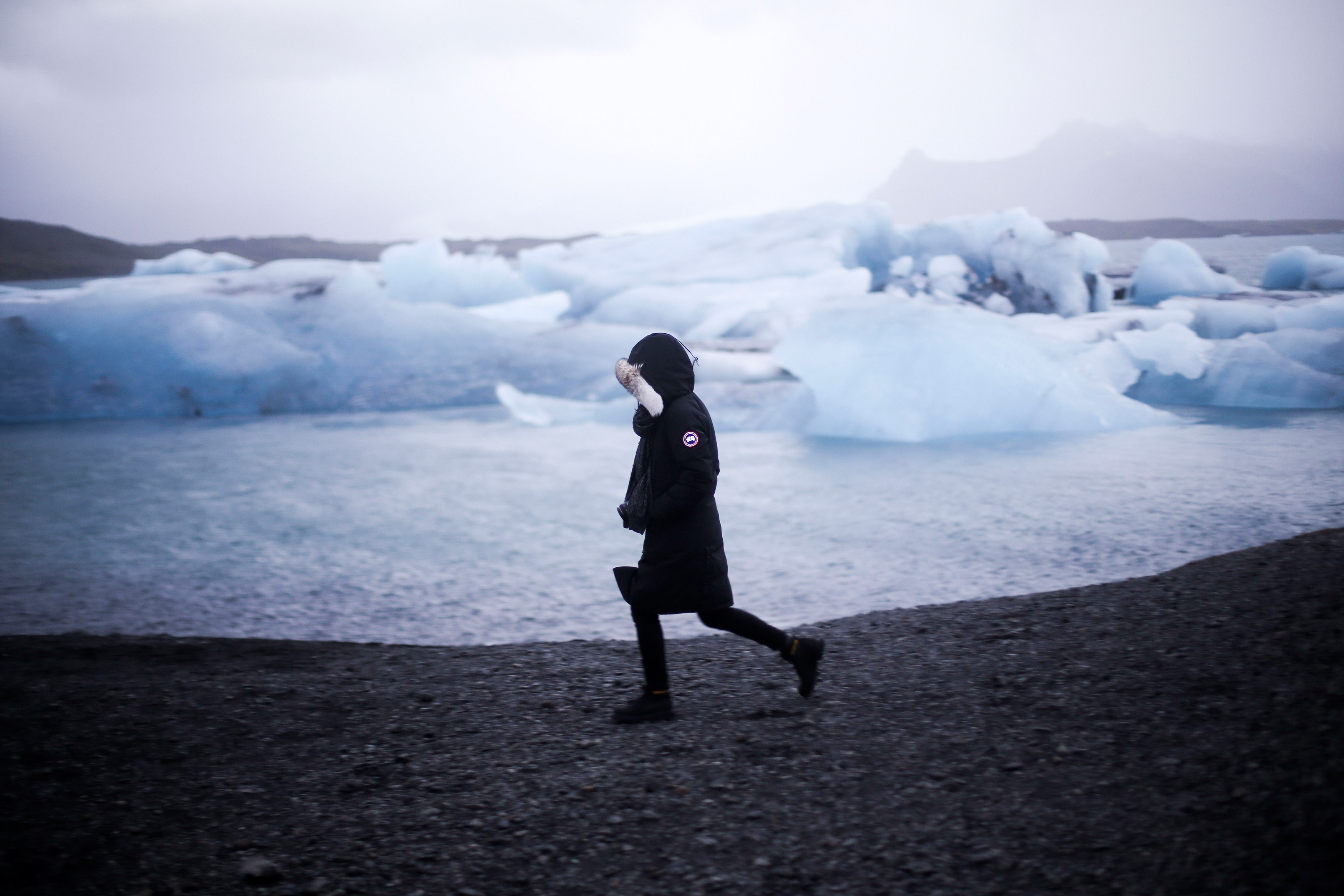 IHEARTALICE.DE - Fashion, Lifestyle & Travel-Blog from Berlin/Germany by Alice M. Huynh: Travel Diary with Black Canada Goose Kensington Parka & CAT Footwear at Jökusarlon/Iceland / Iceland Glacier / Travel-Diary