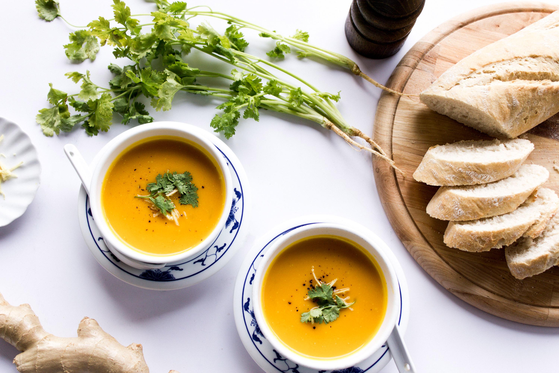 Vegane asiatische Kürbis-Ingwer Suppe mit Kokosmilch Rezept