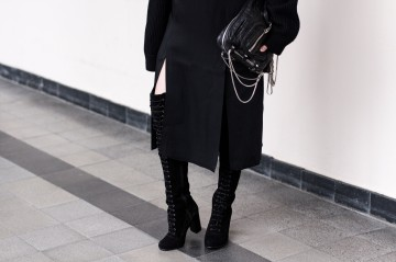 IHEARTALICE.DE – German Fashion & Lifestyle-Blog by Alice M. Huynh: All-Black-Everything Look with Ted&Muffy Lace-up Overknees, Maison Martin Margiela Knitwear Turtleneck, Alexander wang Brenda Leather Bag, &OtherStories Slit Skirt